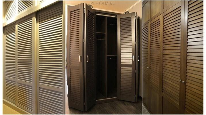 Шкафы купе с жалюзийными дверями.