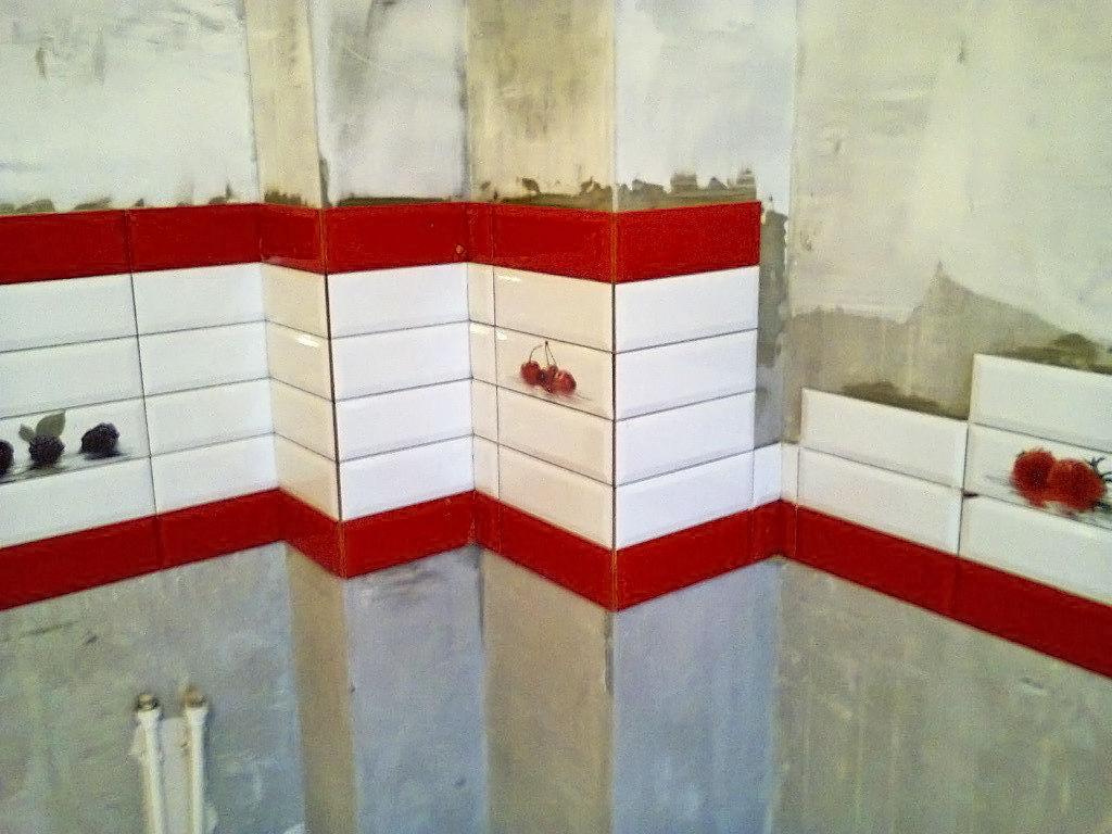 Укладка плитки для фартука на кухне