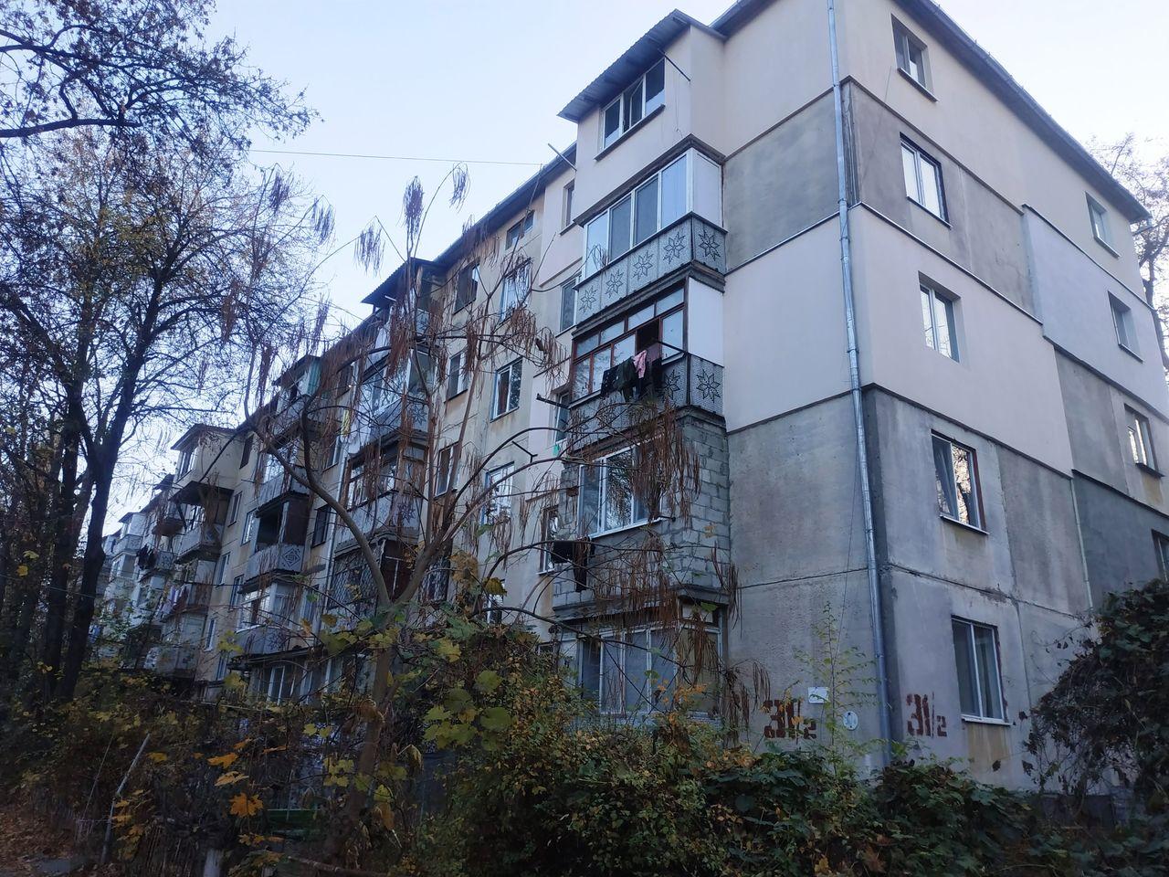 "Двухкомнатная квартира, выше ""Колеса Обозрения"" Цена 26500 Без торга"