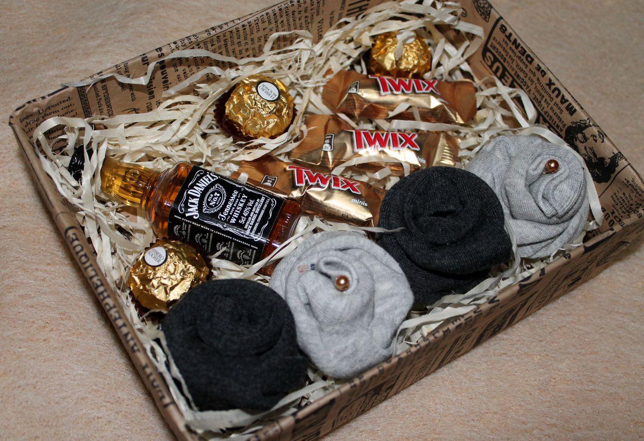 ❶Подарок на 23 февраля в коробке фото Стихи поздравления с 23 февраля для мальчиков Мужские коробочки счастья   Gift Wrapping   Pinterest   Gifts, Gift baskets and Diy christmas gifts  }