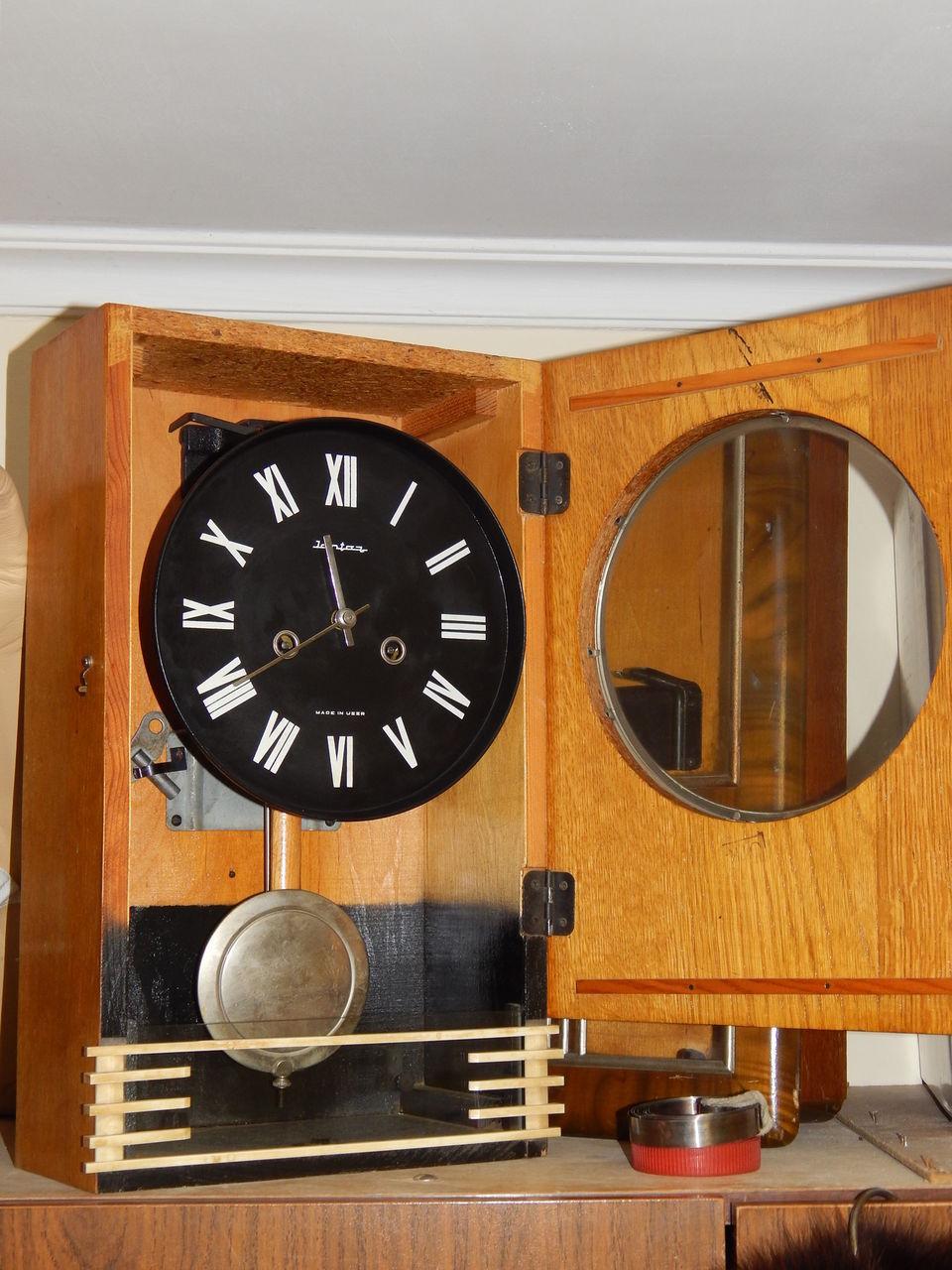 Часы янтарь завод начал выпускать с конца х годов.