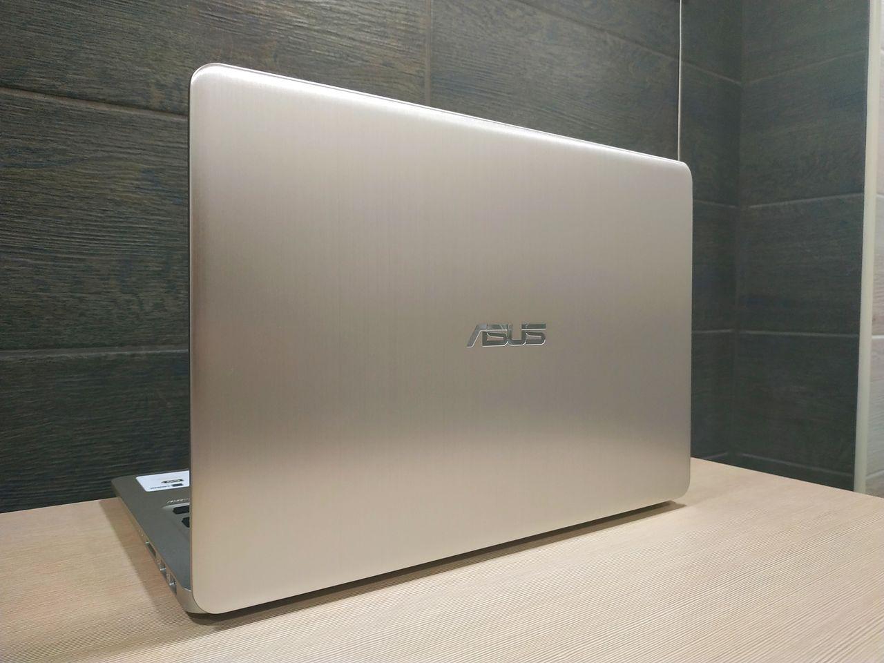 Asus VivoBook S14 – Quad Core i7-8550U, SSD 256GB+HDD слот