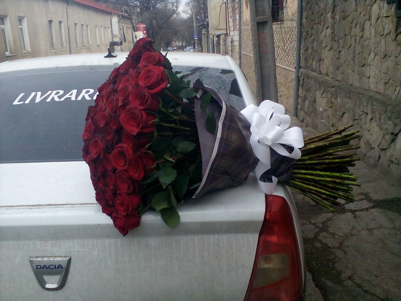 отметина фото букетов роз на капоте машины реализацию