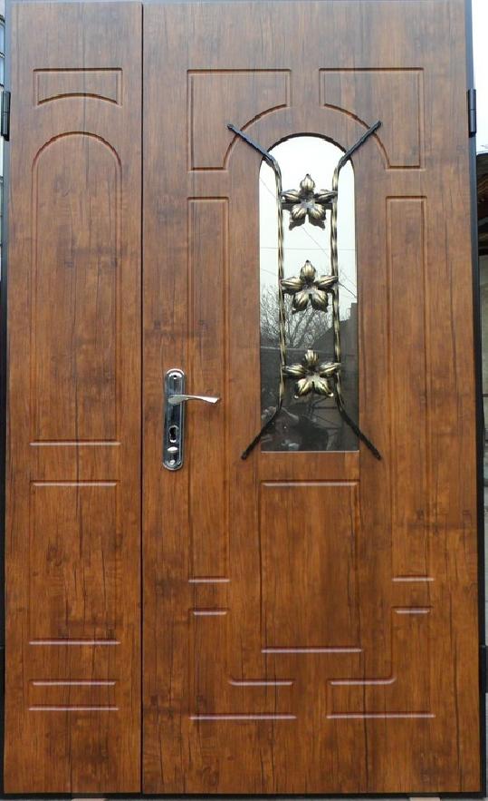отделка входной двери деревом