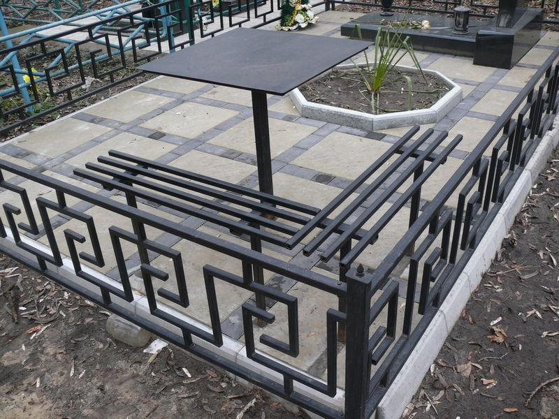 Фото оградки на кладбище