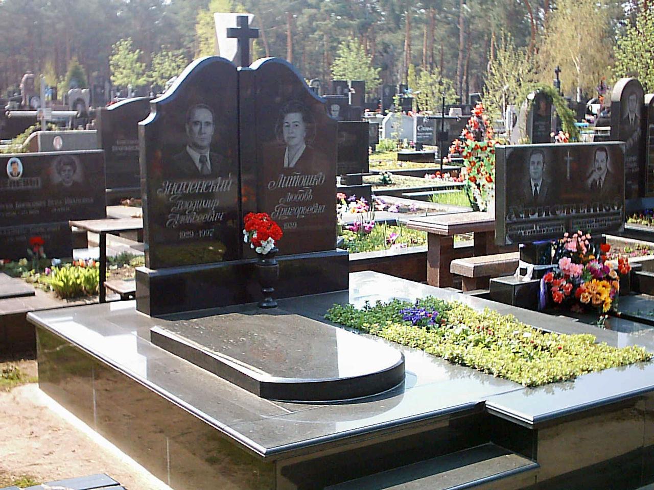 Надгробные памятники из гранита и мрамора в тирасполе фото цена памятники в россии в 17 веке питер
