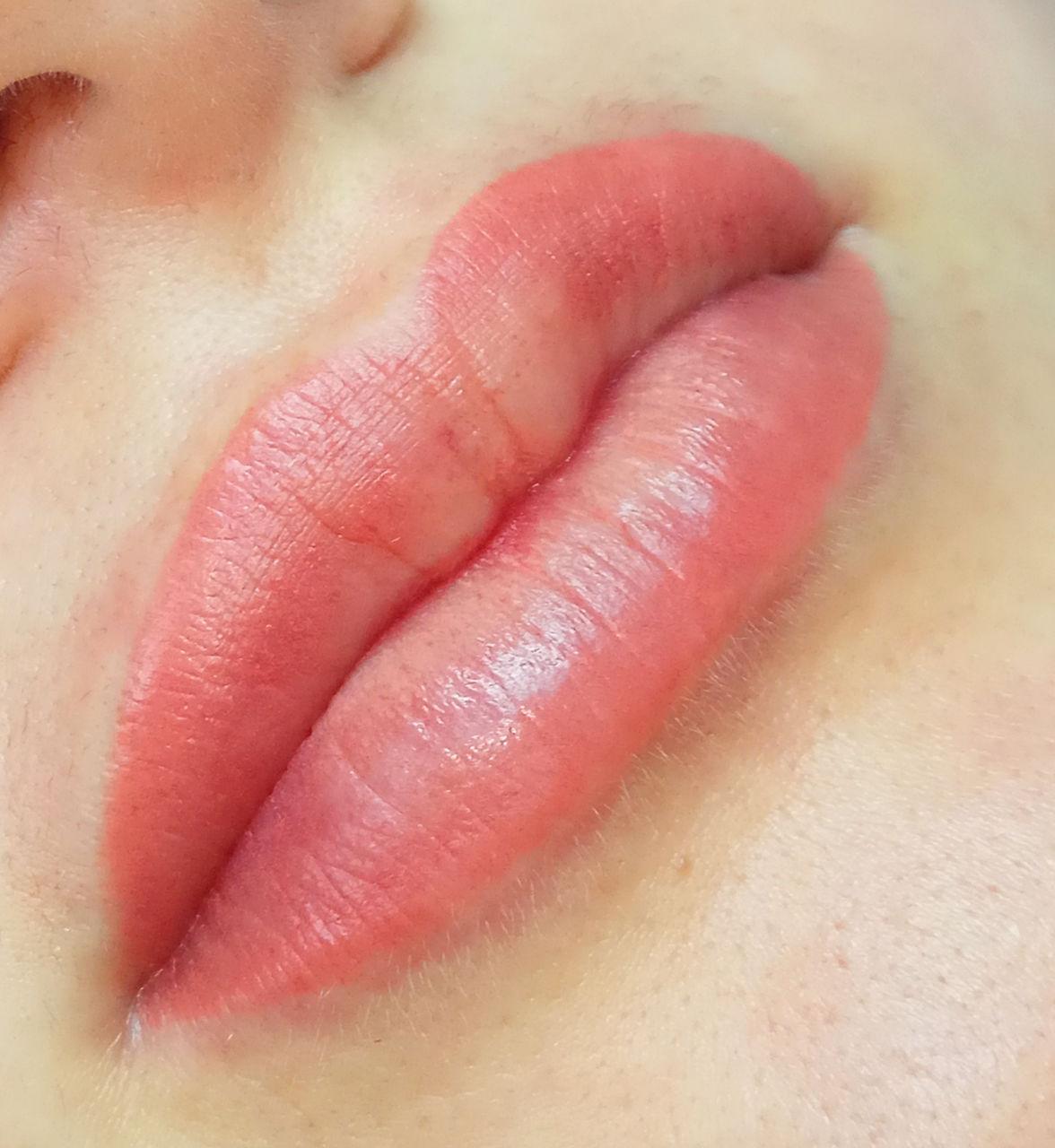 Как сделать бледнее татуаж губ