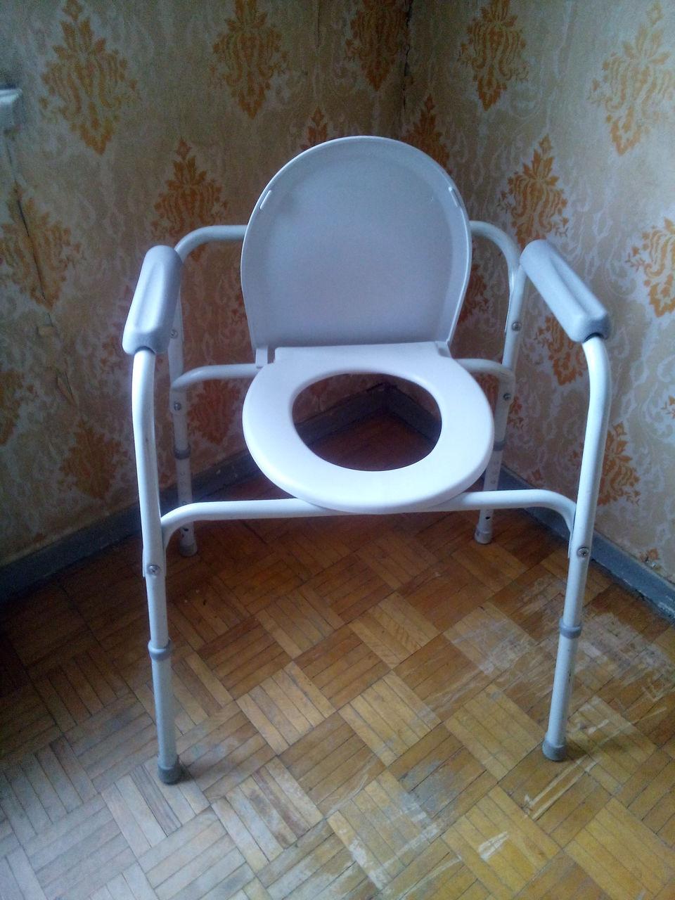 пальцами девки писают стул туалет услышал какое-то