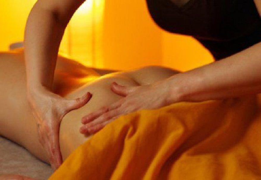 Слез смотреть сучка делает массаж на попке