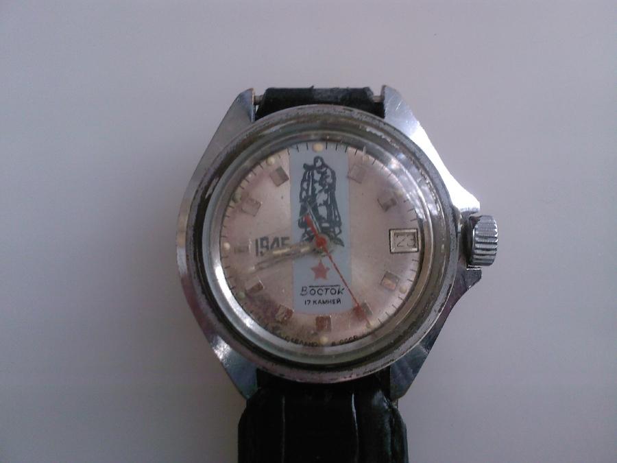 Продам часы , Восток , юбилейные , часы ходят , но при заводе есть ход в пустую и щелканье, нужен ремонт