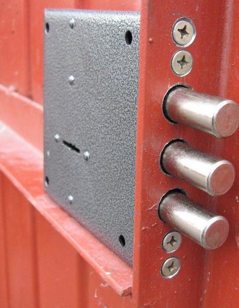 гаражные ворота установка замок