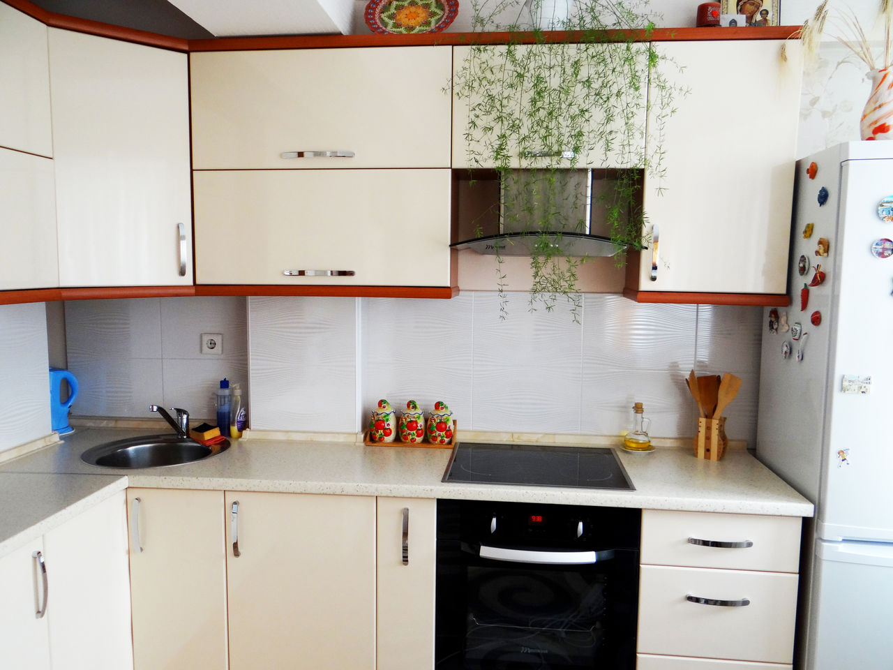 reducere de pret cu 1000 euro. Black Bedroom Furniture Sets. Home Design Ideas