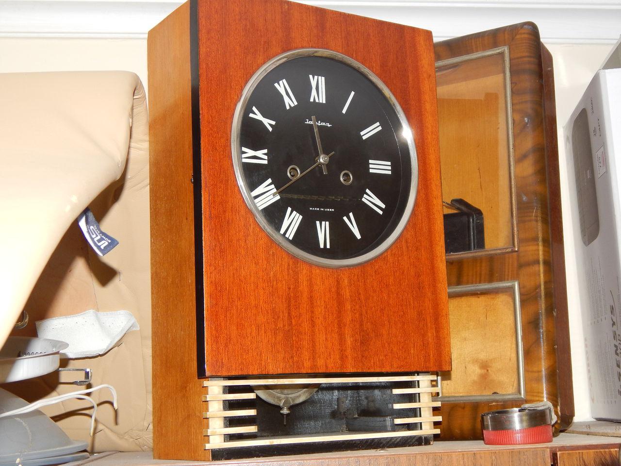 По точности хода они удовлетворяют потребность измерения времени в быту.часы имеют устройство боя часов и получасов.