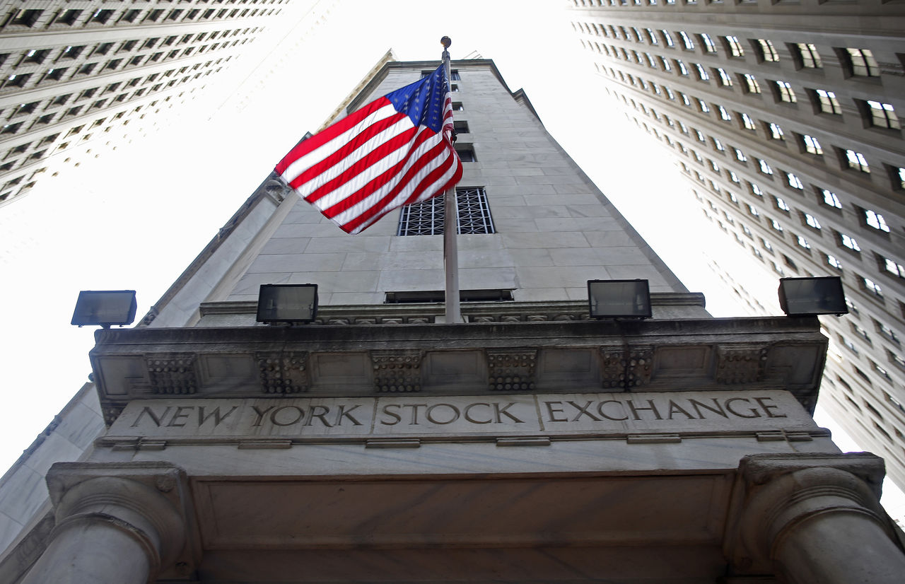a comparison of the new york stock exchange nyse and nasdaq Similarities & difference between nasdaq between new york stock exchange (nyse) and nasdaq new york as new nyse dealers, set policies for exchange.