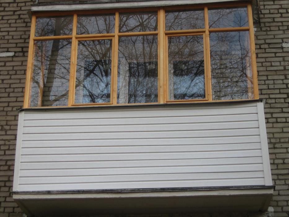 Фото отделки маленького балкона.
