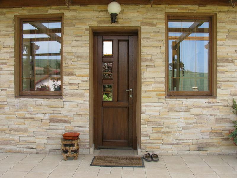 входная дверь из пвх в дом фото