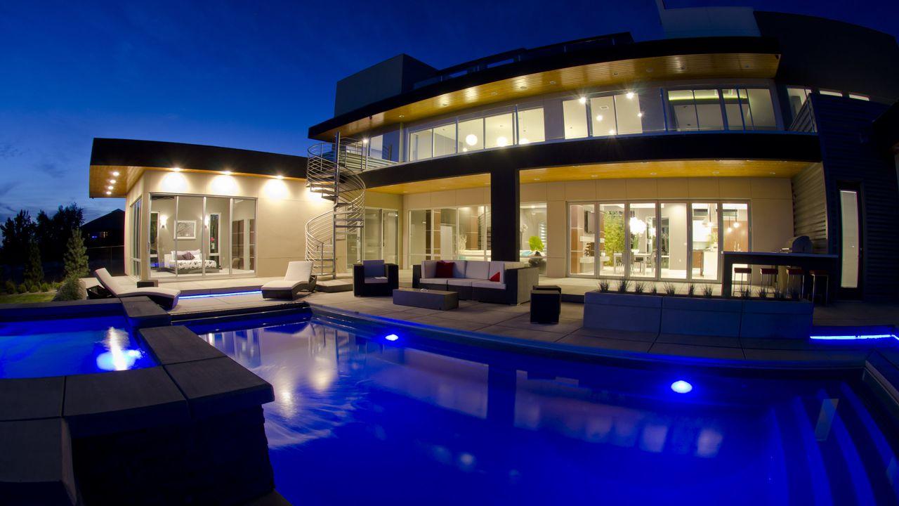Дом с бассейном фото артисты