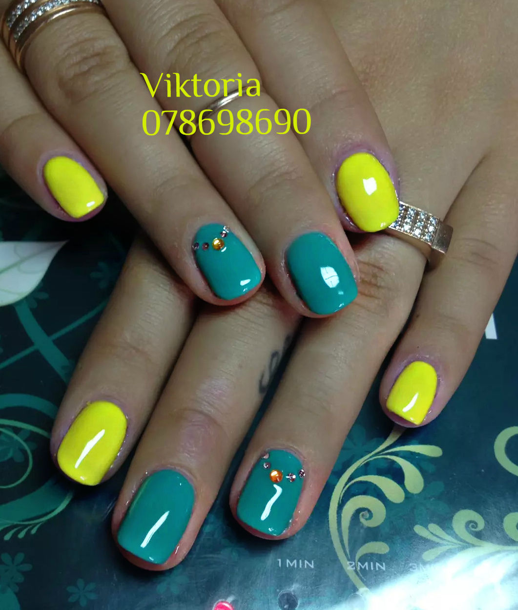 Цветная лунка ногти