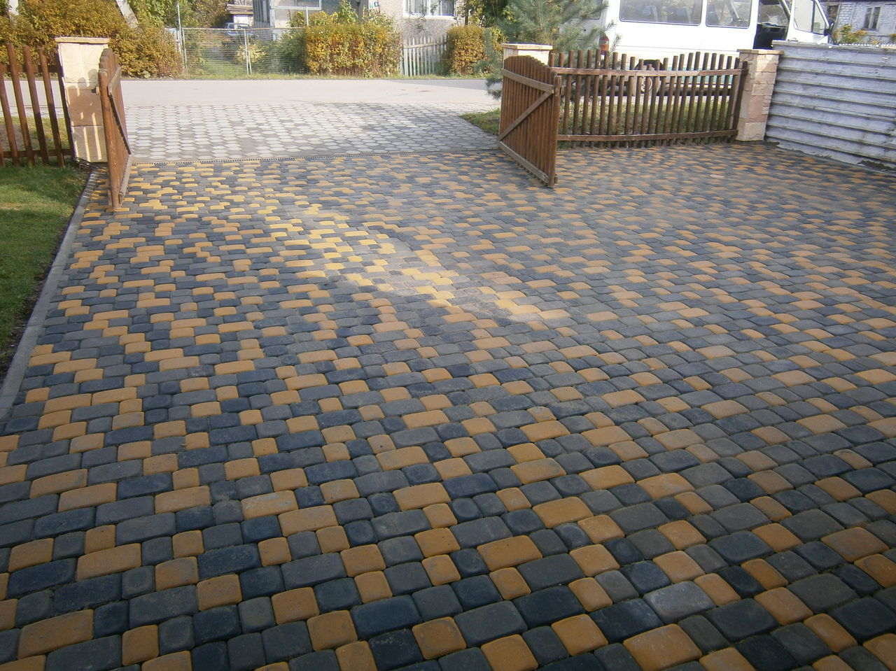 Укладка вибролитой тротуарной плитки