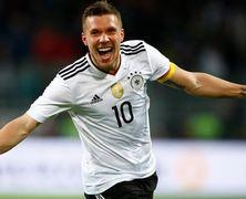 Сборная Германии обыграла Англию в прощальном матче Подольски (Видео)