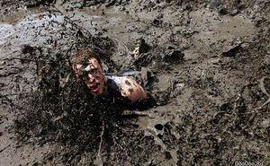 В Англии прошел забег в грязи