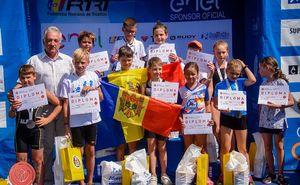 Юные триатлеты из РМ выступили на соревнованиях по триатлону в Румынии