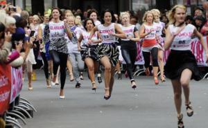 Вызов FUN RUN: Пробеги 1,5 км на каблуках!