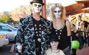 Самые оригинальные костюмы на Хэллоуин для всей семьи