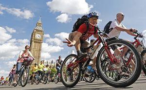 В Британии за езду на велосипеде будут платить £З000