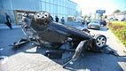 Un conducător de Mazda a făcut prăpăd pe teritoriul unui centru Volvo