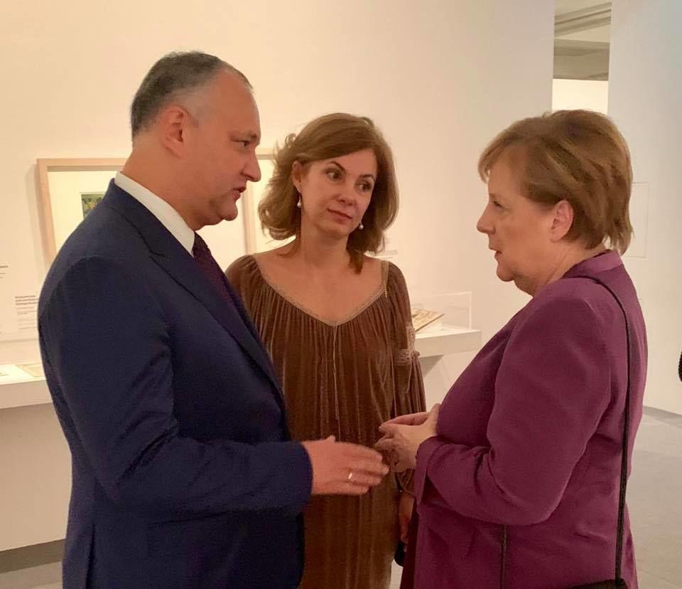 Додон в Париже пообщался с лидерами многих стран