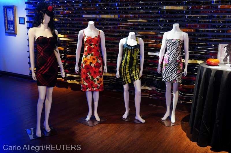 Garderoba cântăreţei Amy Winehouse, scoasă la licitaţie