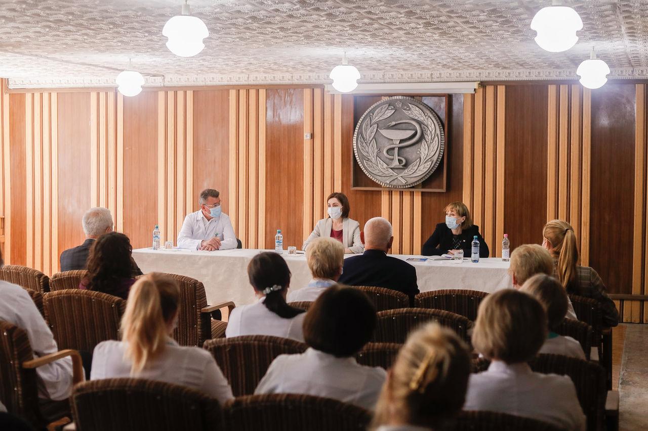 Maia Sandu, în vizită la Ialoveni: Cum a fost întâmpinată șefa statului