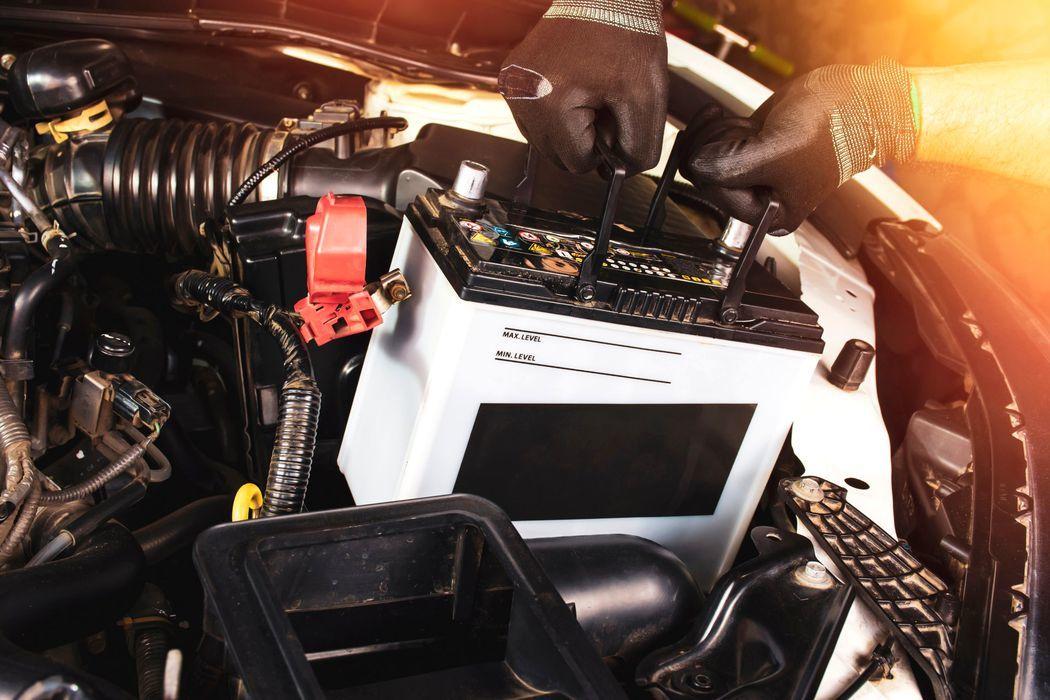 Ce se întâmplă dacă deconectezi bateria mașinii cu motorul pornit