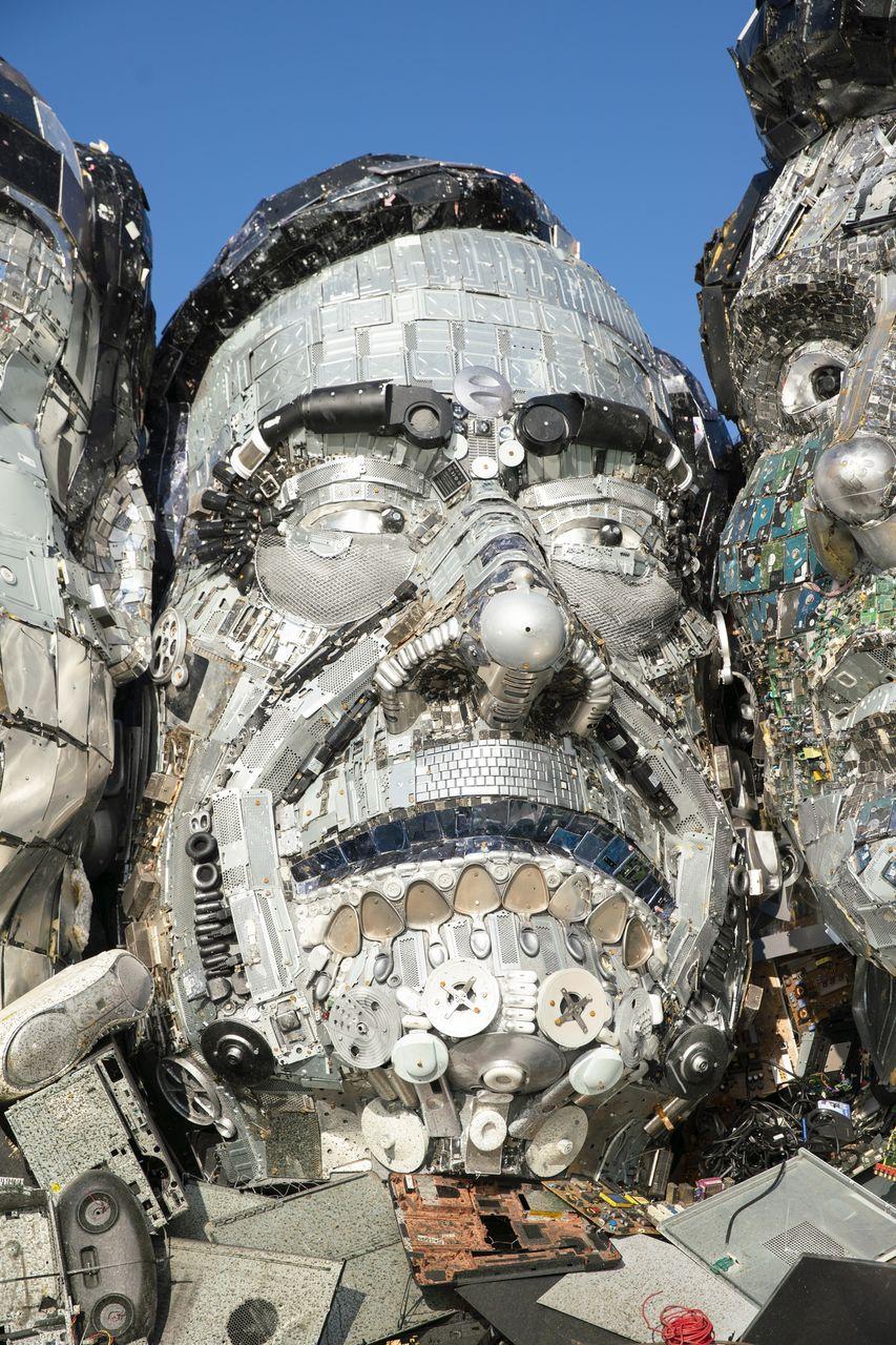Mount Recyclemore: Cum arată liderii G7 făcuți din deșeuri electronice