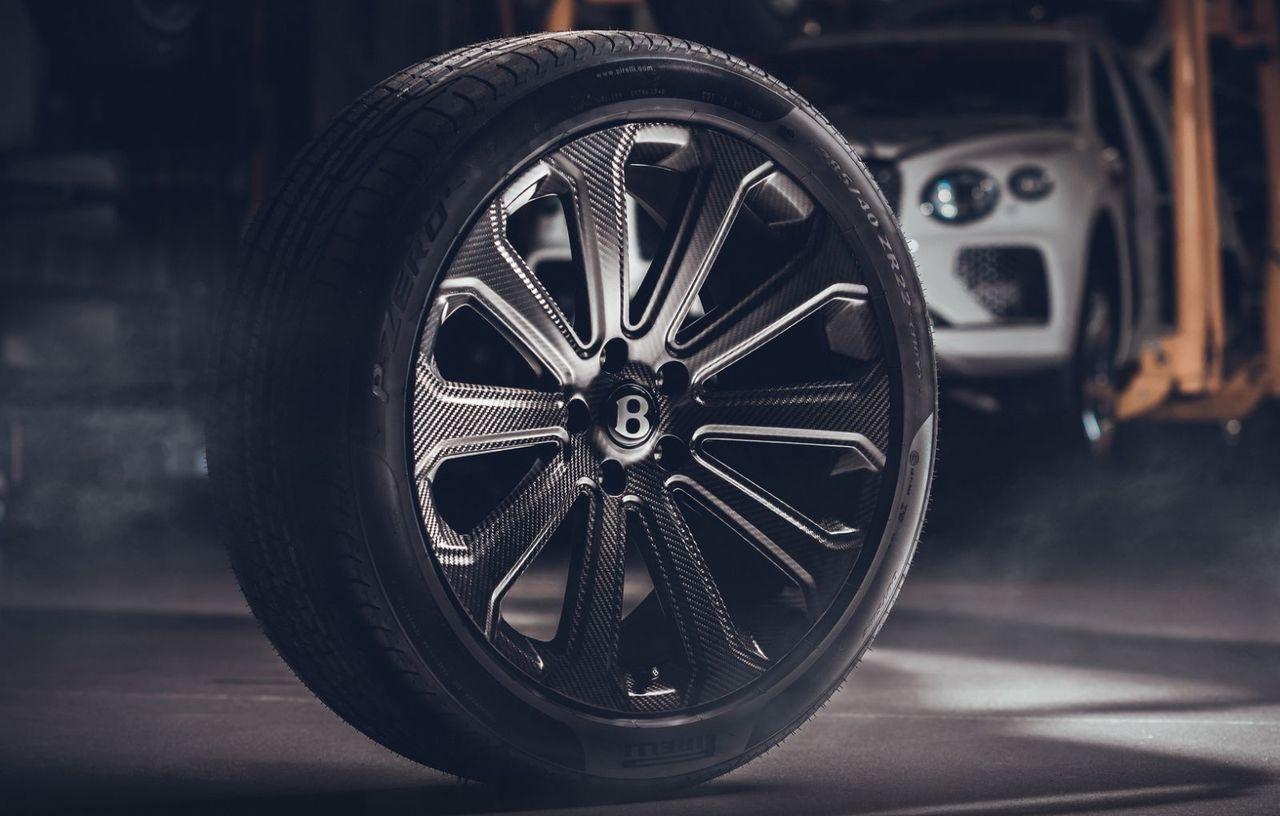 Bentley Bentayga primește cele mai mari jante din fibră de carbon