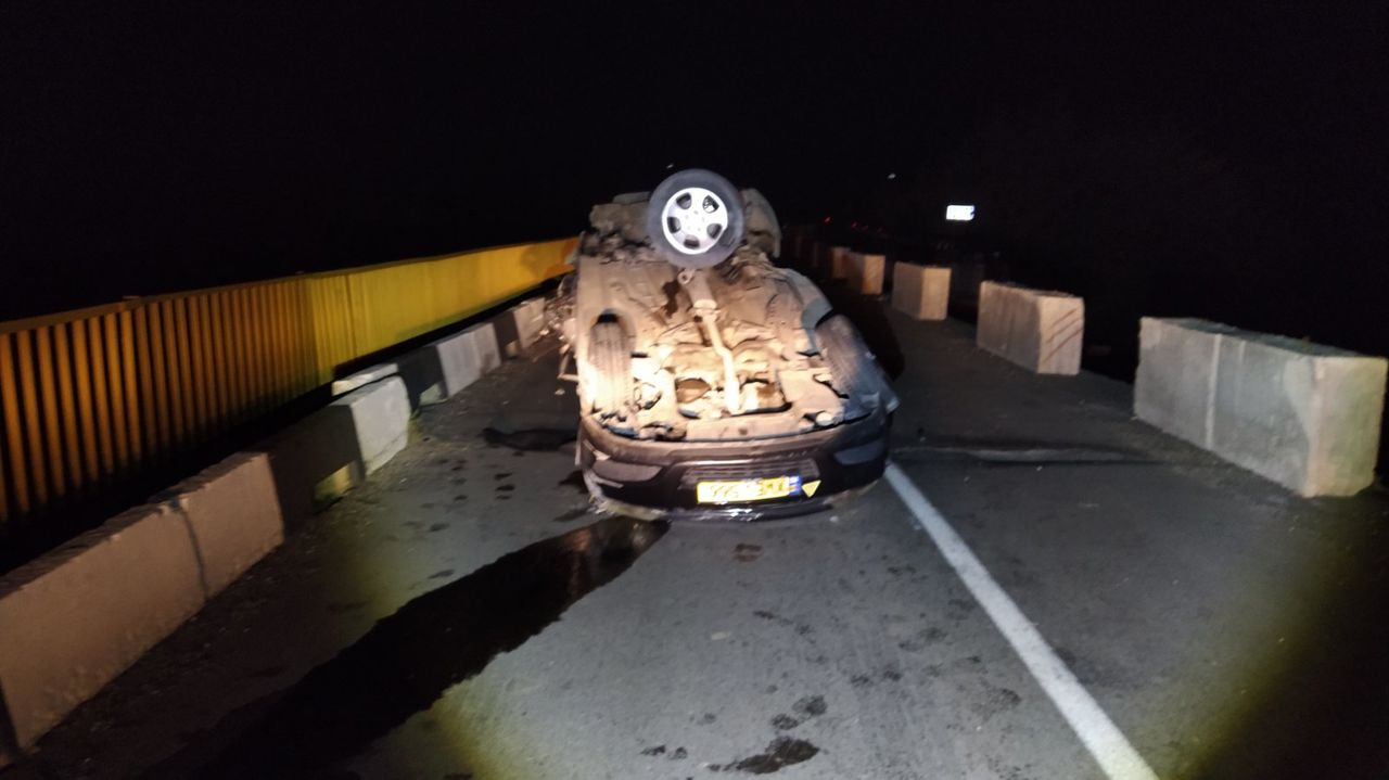 Accident pe traseul Chișinău-Bălți: Un taximetrist beat s-a răsturnat