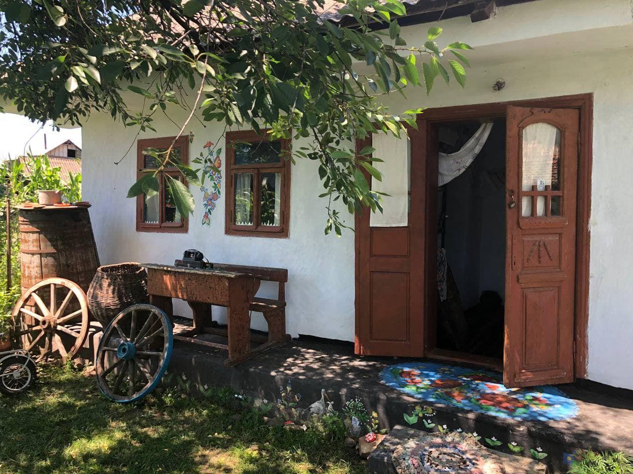 O tânără a transformat casa străbunicilor într-o casă memorială