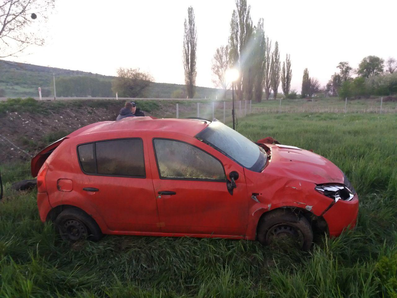Mașină răsturnată la Nisporeni: 5 persoane, rănite. Șoferul, vizibil beat