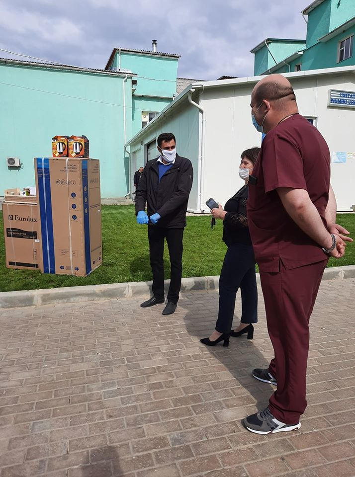 Diaspora e cu gândul la medicii din Căușeni: Miere pentru fiecare secție