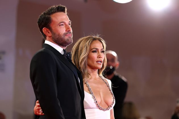 Jennifer Lopez şi Ben Affleck au atras toate privirile pe covorul roşu