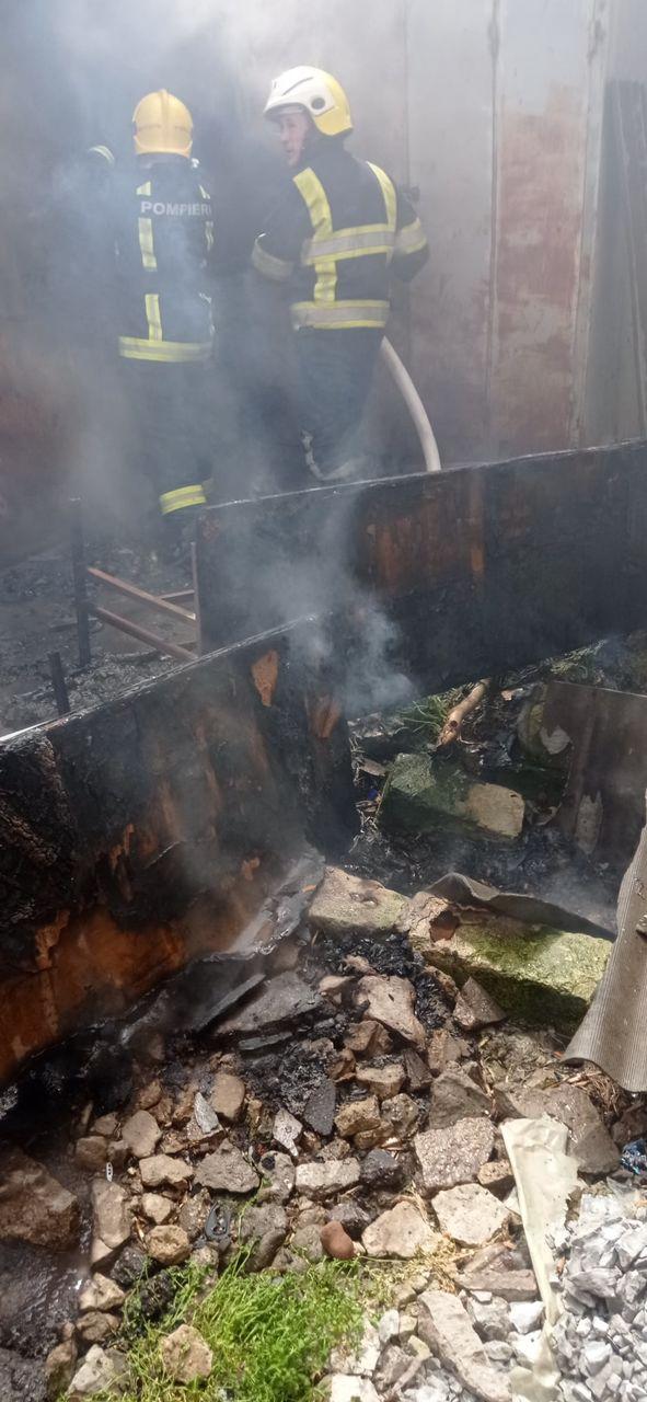Incendiu la Piața Centrală din Comrat: Mai multe gherete au luat foc