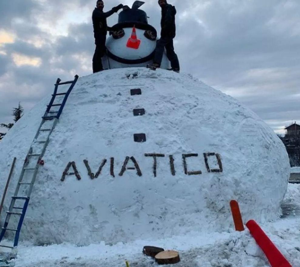 В Италии вылепили 200-килограммового снеговика
