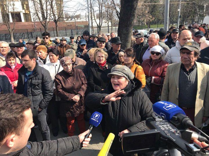 Блок ACUM проводит акцию протеста у парламента