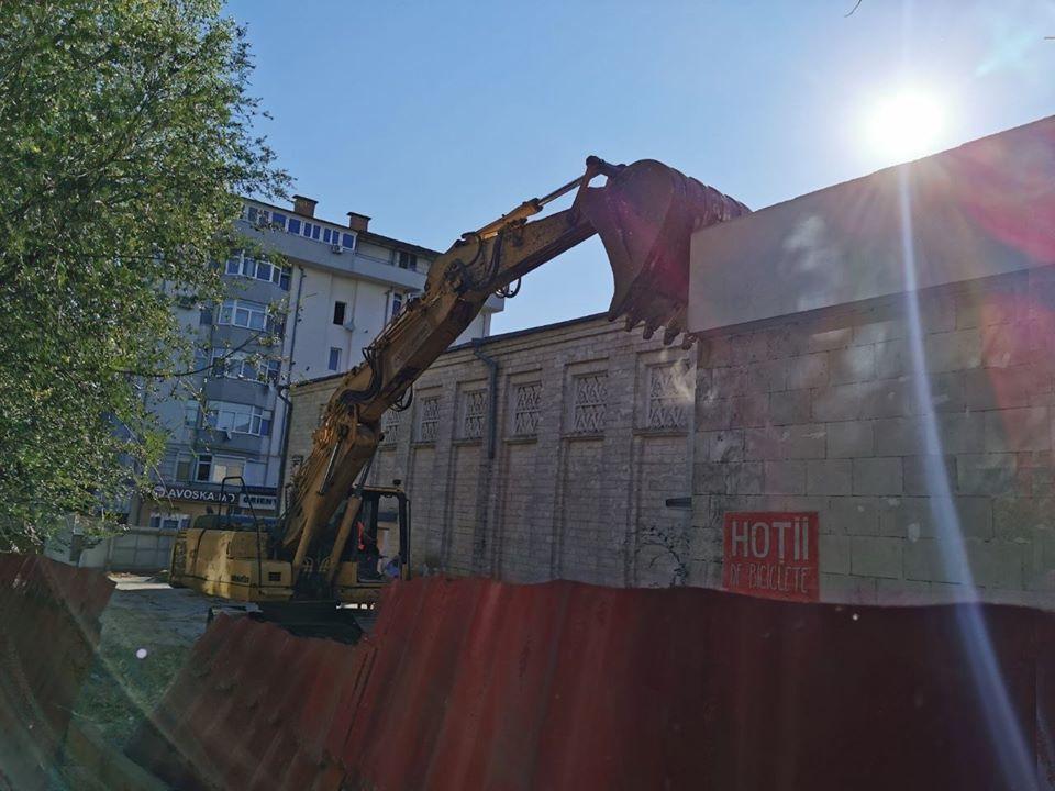 Lucrări de demolare la cinematograful Gaudeamus. Ceban: Acțiune ilegală