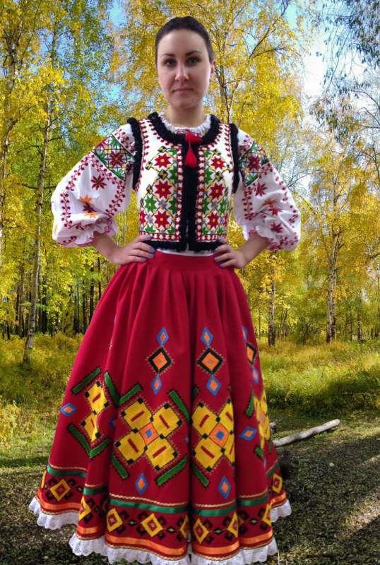 Национальный женский костюм