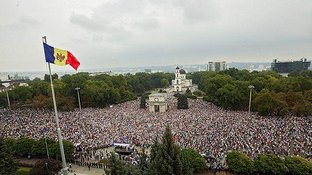 Протестующие в Кишиневе требуют отставки руководства Молдовы - Цензор.НЕТ 701