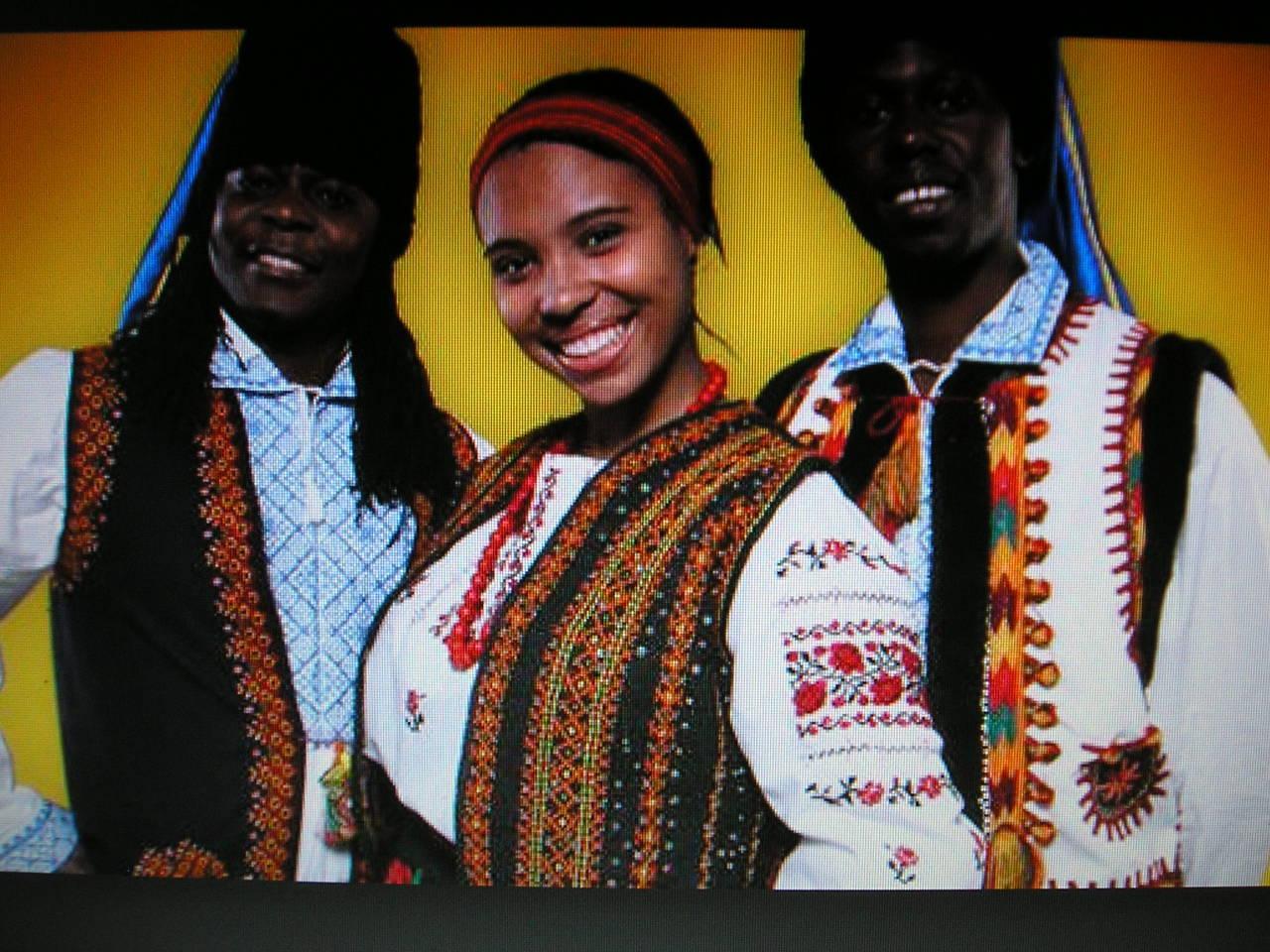 Три украинки и негры 3 фотография