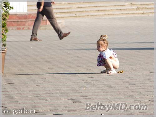 девочка какает фото