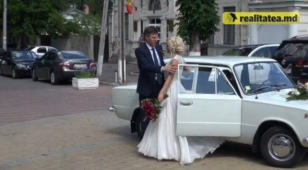 Свадебное украшение машин. 100 фотографий декора праздничных автомобилей